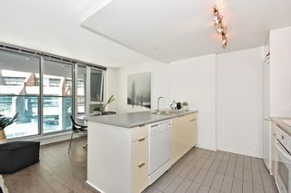 """Photo 13: 312 788 HAMILTON Street in Vancouver: Downtown VW Condo for sale in """"TV Towers"""" (Vancouver West)  : MLS®# R2364675"""