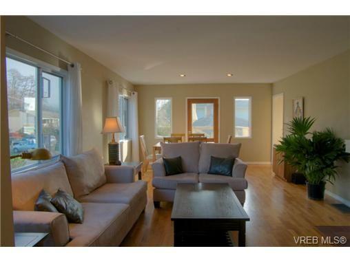 Main Photo: 2627 Killarney Rd in VICTORIA: SE Cadboro Bay House for sale (Saanich East)  : MLS®# 689454
