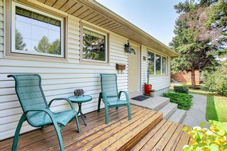 Photo 4: 30 Wakefield Drive SW in Calgary: Westgate Detached for sale : MLS®# A1136370