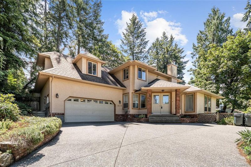 FEATURED LISTING: 1017 Pearl Cres Central Saanich