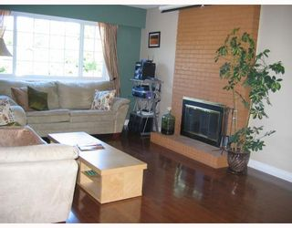 Photo 2: 1567 FERN Street in North_Vancouver: Lynnmour House for sale (North Vancouver)  : MLS®# V785534