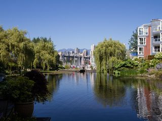 """Photo 3: 1511 MARINER Walk in Vancouver: False Creek Townhouse for sale in """"THE LAGOONS"""" (Vancouver West)  : MLS®# V1076044"""