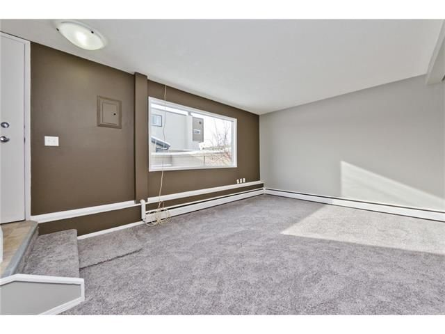 Photo 5: Photos: 118 3809 45 Street SW in Calgary: Glenbrook House for sale : MLS®# C4096404