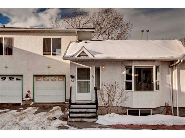 Main Photo: 15 WHITMIRE Villa(s) NE in Calgary: Whitehorn House for sale : MLS®# C4094528