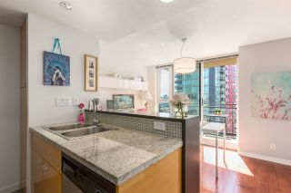 """Photo 9: 1805 33 SMITHE Street in Vancouver: Yaletown Condo for sale in """"COOPERS LOOKOUT"""" (Vancouver West)  : MLS®# R2205849"""