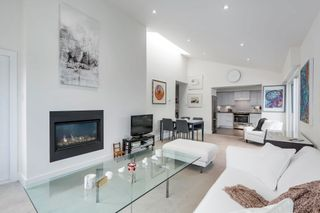 """Photo 2: 401 1340 DUCHESS Avenue in West Vancouver: Ambleside Condo for sale in """"Duchess Lane"""" : MLS®# R2594864"""