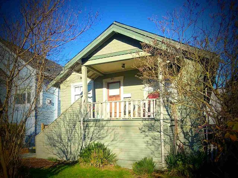 FEATURED LISTING: 371 16TH Avenue East Vancouver