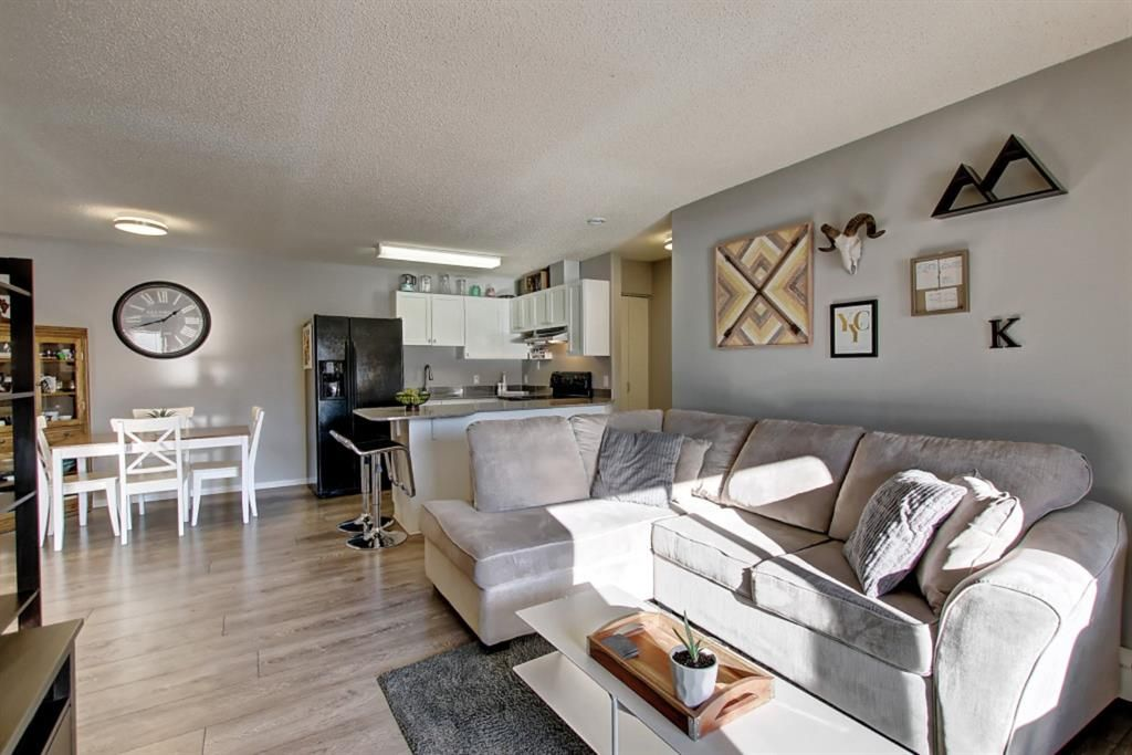 Main Photo: 2011 2011 Edenwold Heights NW in Calgary: Edgemont Apartment for sale : MLS®# A1091382