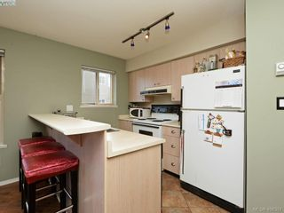 Photo 6: 311 2560 Wark St in VICTORIA: Vi Hillside Condo for sale (Victoria)  : MLS®# 811579
