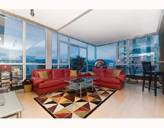 """Photo 2: 2203 1420 W GEORGIA Street in Vancouver: West End VW Condo for sale in """"THE GEORGE"""" (Vancouver West)  : MLS®# V688392"""