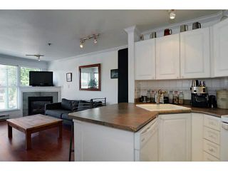 "Photo 9: 304 2025 STEPHENS Street in Vancouver: Kitsilano Condo for sale in ""STEPHEN'S COURT"" (Vancouver West)  : MLS®# V1069084"