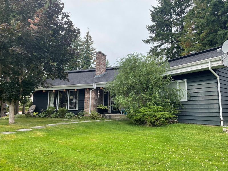 FEATURED LISTING: 802 Yew Avenue Sicamous