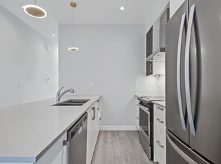 Photo 7: 2806 Edmonton Trail NE in Calgary: Winston Heights/Mountview Row/Townhouse for sale : MLS®# A1089576