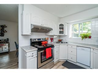 """Photo 13: 6036 W GREENSIDE Drive in Surrey: Cloverdale BC Townhouse for sale in """"Greenside Estates"""" (Cloverdale)  : MLS®# R2588441"""