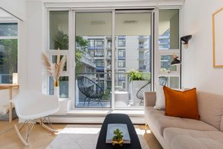 """Photo 3: 501 1708 COLUMBIA Street in Vancouver: False Creek Condo for sale in """"WALL CENTRE FALSE CREEK"""" (Vancouver West)  : MLS®# R2603692"""