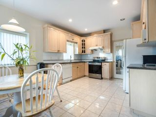 Photo 11: 2208 E 43RD Avenue in Vancouver: Killarney VE House for sale (Vancouver East)  : MLS®# R2437470