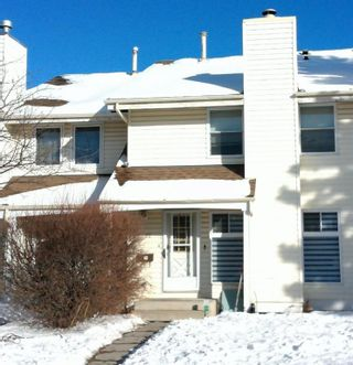 Photo 1: 22 Woodhill Road SW in Calgary: Woodlands Row/Townhouse for sale : MLS®# A1072273