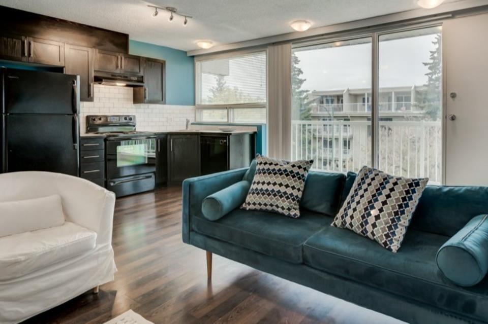 Main Photo: 404 1612 14 Avenue SW in Calgary: Sunalta Apartment for sale : MLS®# A1147543