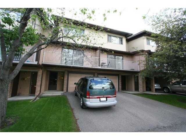 Main Photo: 64 1055 72 Avenue NW in CALGARY: Huntington Hills Townhouse for sale (Calgary)  : MLS®# C3575481