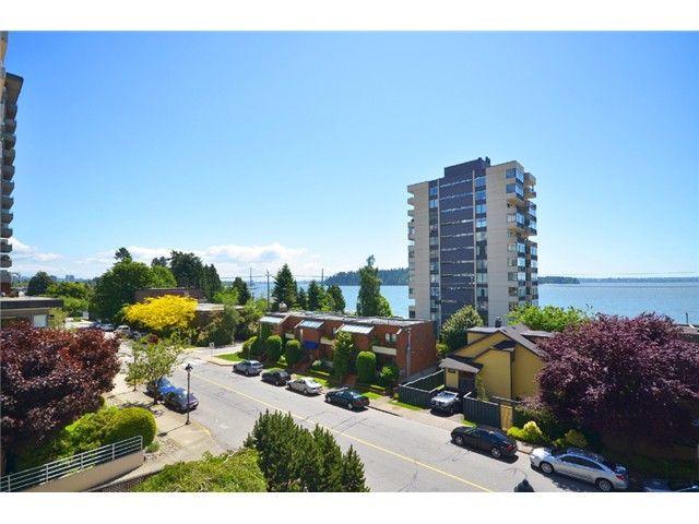 Main Photo: 1830 BELLEVUE AV in West Vancouver: Ambleside Condo for sale : MLS®# V1102775