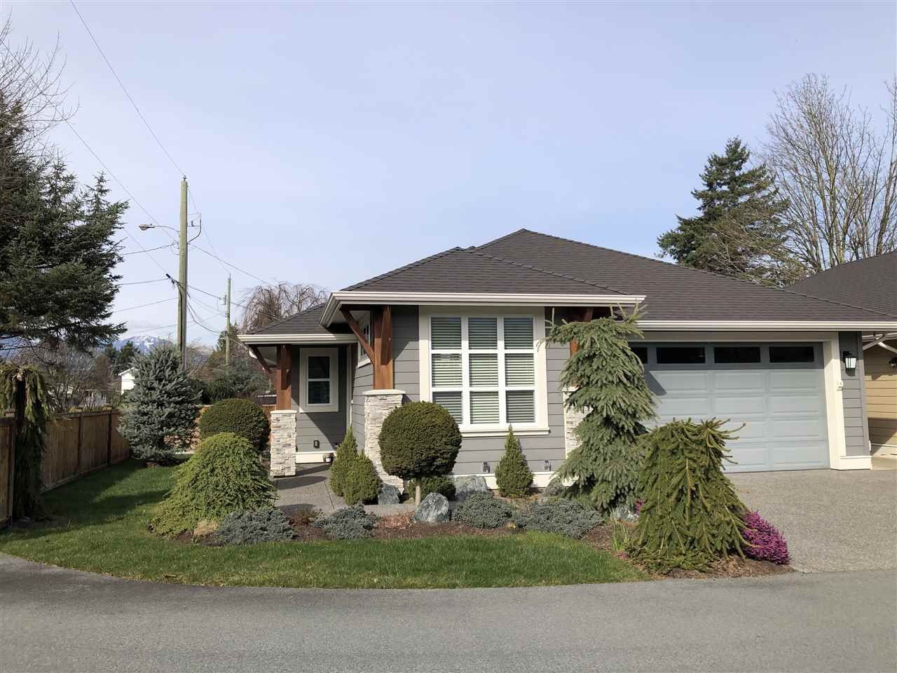Main Photo: 101 6540 DOGWOOD Drive in Chilliwack: Sardis West Vedder Rd House for sale (Sardis)  : MLS®# R2552962