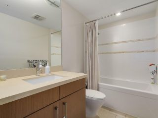 "Photo 18: 907 1833 CROWE Street in Vancouver: False Creek Condo for sale in ""The Foundry"" (Vancouver West)  : MLS®# R2212971"