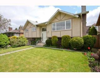 Photo 1: 104 HARVEY Street in New_Westminster: The Heights NW House for sale (New Westminster)  : MLS®# V781892