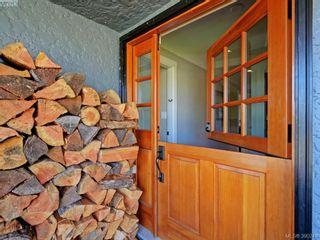Photo 2: 2490 Dryfe St in VICTORIA: OB Henderson House for sale (Oak Bay)  : MLS®# 784390