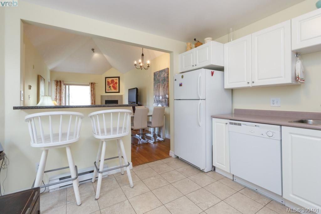 Photo 6: Photos: 306 3400 Quadra St in VICTORIA: SE Quadra Condo for sale (Saanich East)  : MLS®# 784665