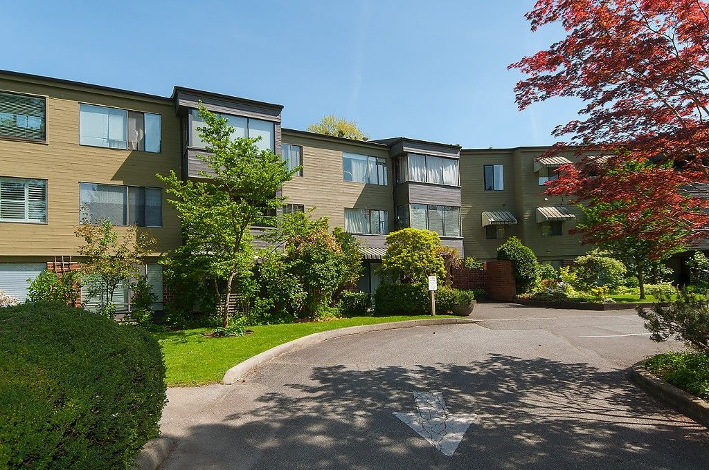 "Main Photo: 203 2298 MCBAIN Avenue in Vancouver: Quilchena Condo for sale in ""Arbutus Village"" (Vancouver West)  : MLS®# R2060838"