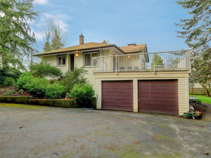 FEATURED LISTING: 7487 East Saanich Rd