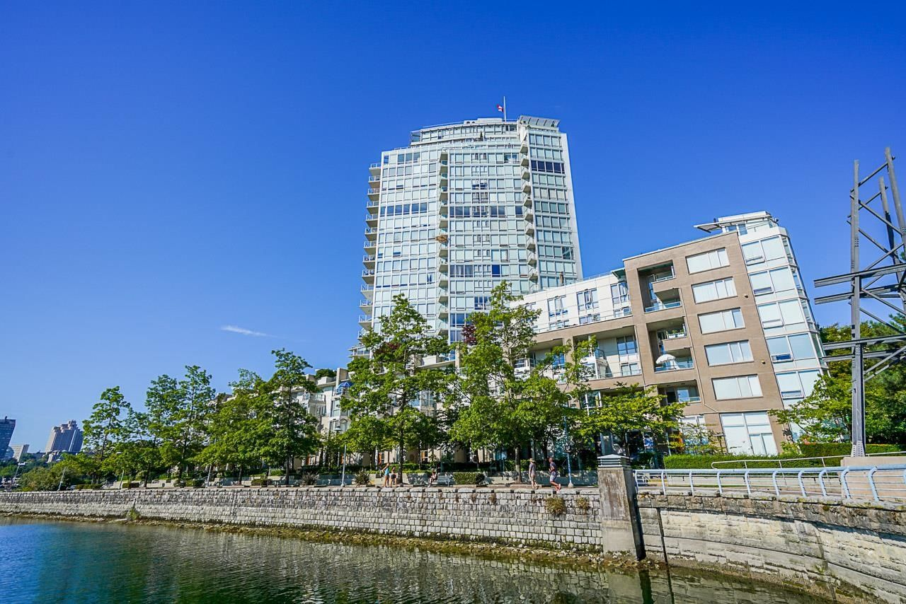"""Main Photo: 112 1228 MARINASIDE Crescent in Vancouver: Yaletown Townhouse for sale in """"CRESTMARK TWO"""" (Vancouver West)  : MLS®# R2609397"""