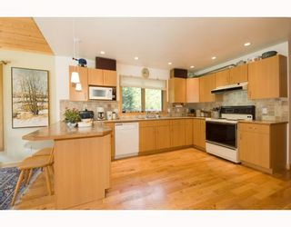 Photo 2: 3160 BEACH Avenue: Roberts Creek House for sale (Sunshine Coast)  : MLS®# V765023