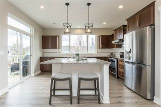 """Photo 3: 2290 CHARDONNAY Lane in Abbotsford: Aberdeen House for sale in """"Pepin Brook"""" : MLS®# R2555950"""