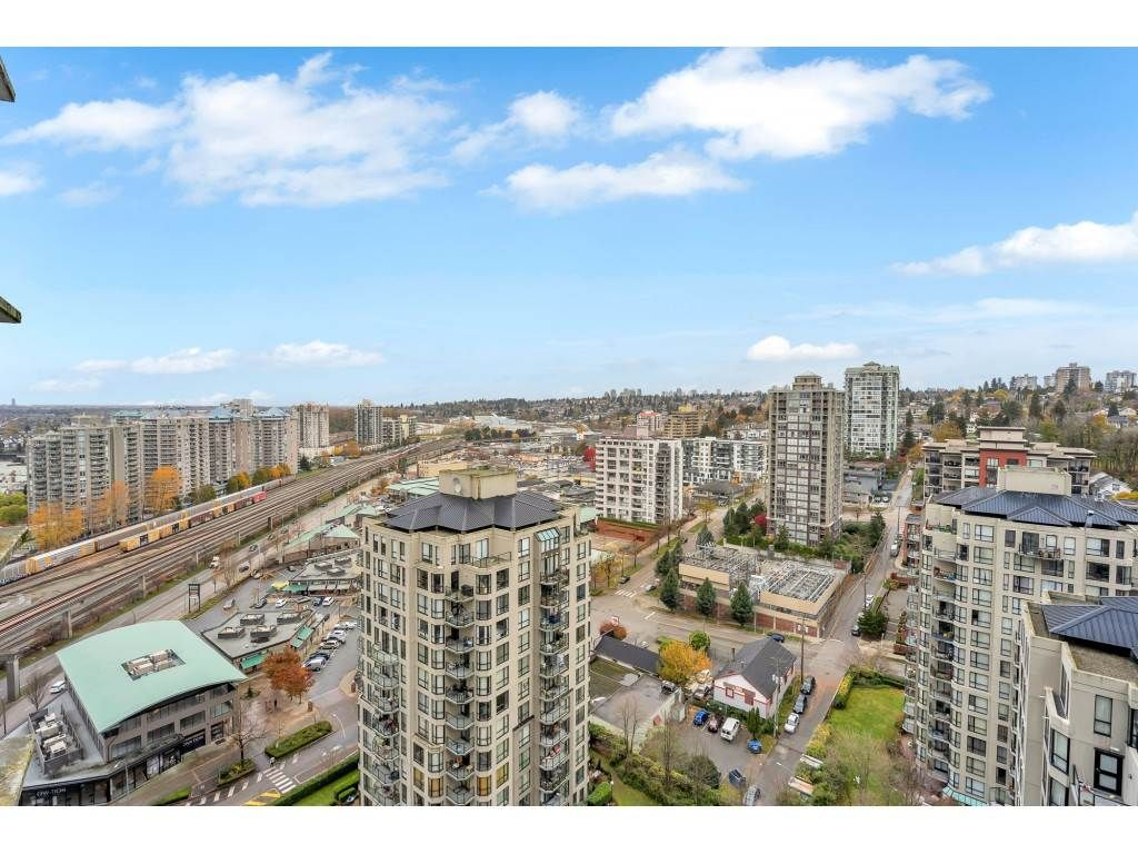 "Main Photo: 2507 898 CARNARVON Street in New Westminster: Downtown NW Condo for sale in ""Azure 1"" : MLS®# R2517621"