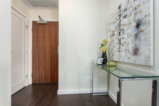 """Photo 4: 908 38 W 1ST Avenue in Vancouver: False Creek Condo for sale in """"THE ONE"""" (Vancouver West)  : MLS®# R2164655"""