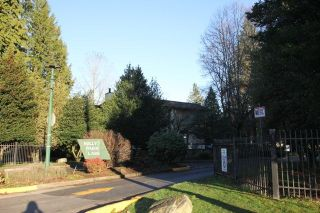 """Photo 14: 14821 HOLLY PARK Lane in Surrey: Guildford Townhouse for sale in """"HOLLY PARK LANE"""" (North Surrey)  : MLS®# R2226961"""