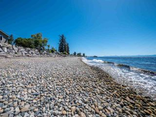Photo 3: 4825 SUNSHINE COAST Highway in Sechelt: Sechelt District House for sale (Sunshine Coast)  : MLS®# R2440532