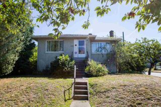 Photo 2: Collingwood - 4996 Moss Street, Vancouver BC