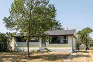 Photo 3: 1301 N Avenue South in Saskatoon: Holiday Park Residential for sale : MLS®# SK870515