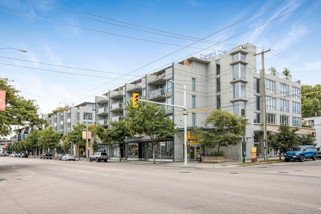 Main Photo: 428 2008 PINE Street in Vancouver: False Creek Condo for sale (Vancouver West)  : MLS®# R2609070
