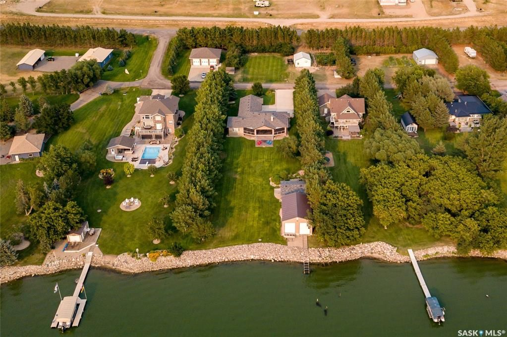 Main Photo: 215-217 North Shore Drive in Buffalo Pound Lake: Residential for sale : MLS®# SK865110