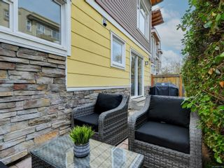 Photo 20: 102 1510 Hillside Ave in Victoria: Vi Oaklands Row/Townhouse for sale : MLS®# 874175