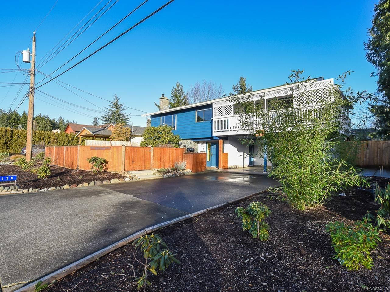 Main Photo: 638 Woodland Dr in COMOX: CV Comox (Town of) House for sale (Comox Valley)  : MLS®# 832419