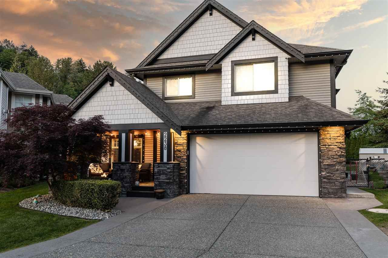 """Main Photo: 2238 CAMERON Crescent in Abbotsford: Abbotsford East House for sale in """"Deerfield Estates"""" : MLS®# R2581969"""