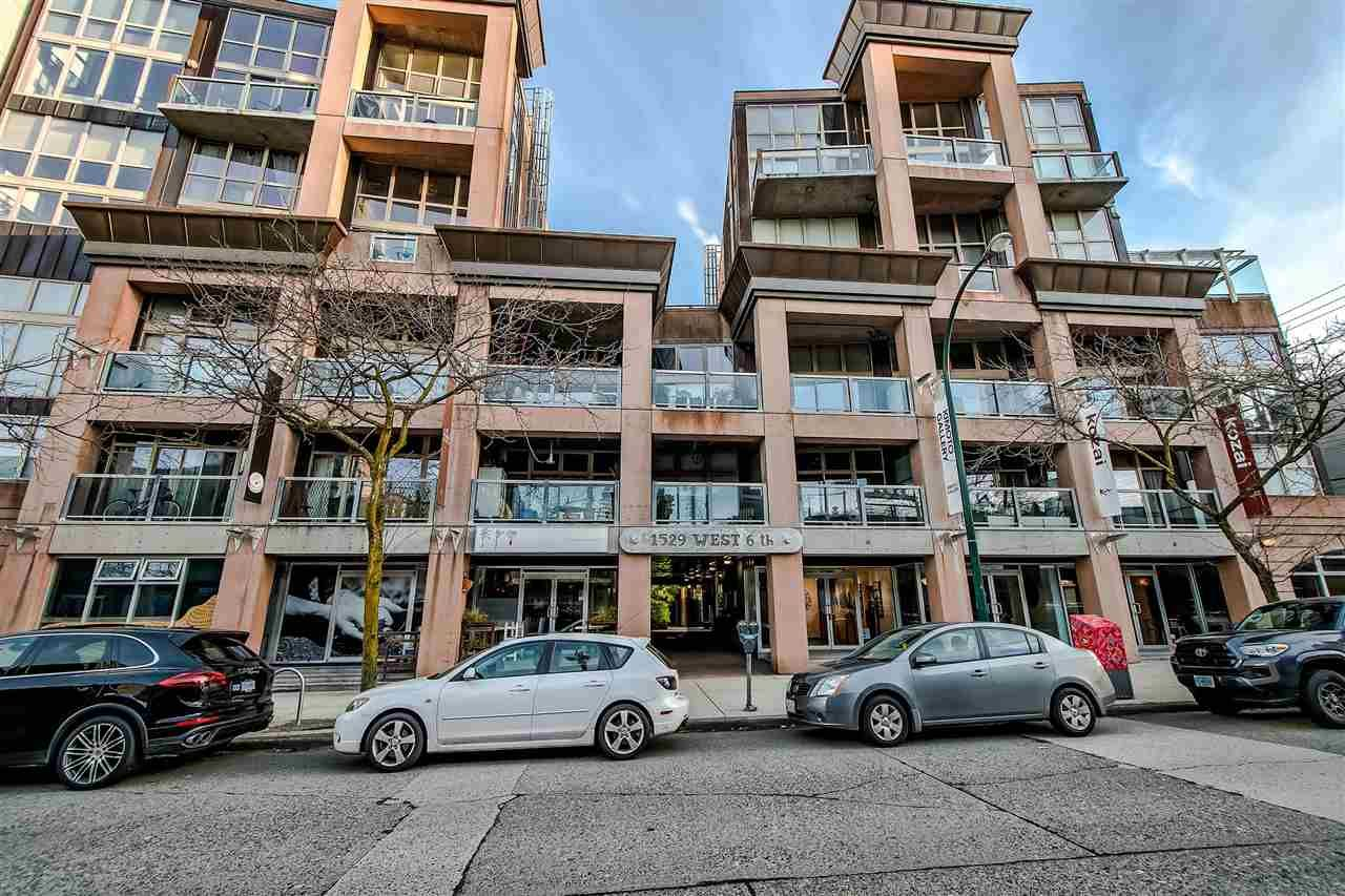 """Main Photo: 303 1529 W 6TH Avenue in Vancouver: False Creek Condo for sale in """"SOUTH GRANVILLE LOFTS"""" (Vancouver West)  : MLS®# R2349958"""
