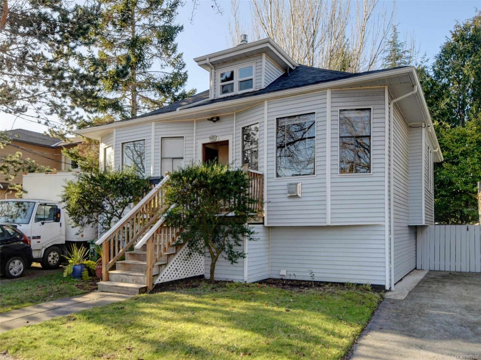 Main Photo: 422 Powell St in : Vi James Bay Full Duplex for sale (Victoria)  : MLS®# 863106