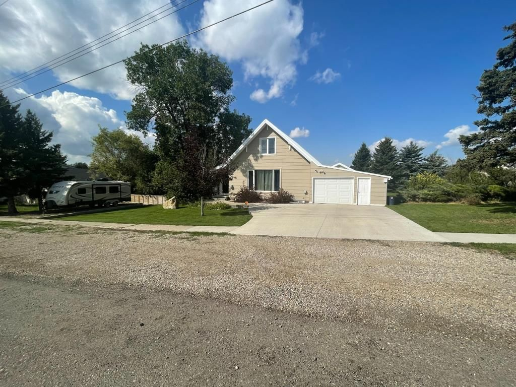 Main Photo: For Sale: 635 4th Street W, Cardston, T0K 0K0 - A1141603
