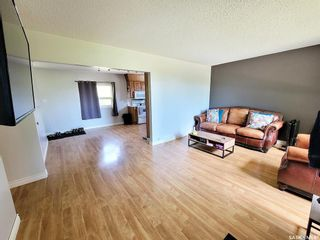 Photo 3: 715 3rd Avenue West in Meadow Lake: Residential for sale : MLS®# SK860959