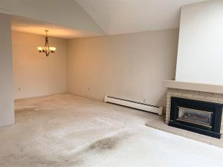 """Photo 3: PH4 2320 W 40TH Avenue in Vancouver: Kerrisdale Condo for sale in """"Manor Gardens"""" (Vancouver West)  : MLS®# R2591947"""